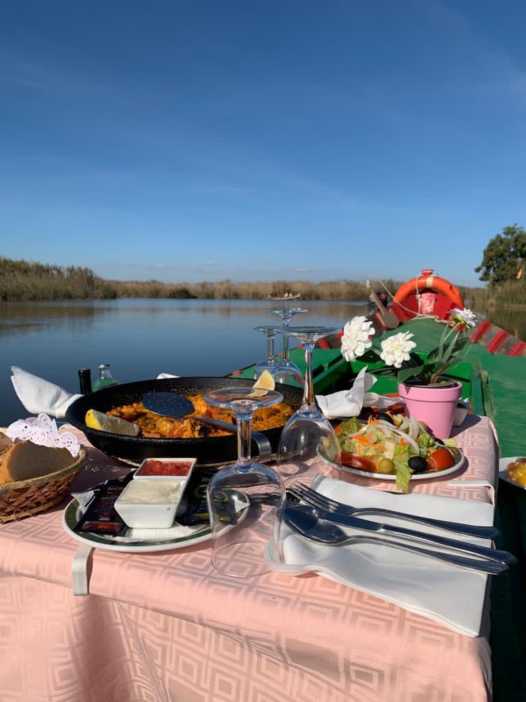 paella y paseo en barca albufera de valencia