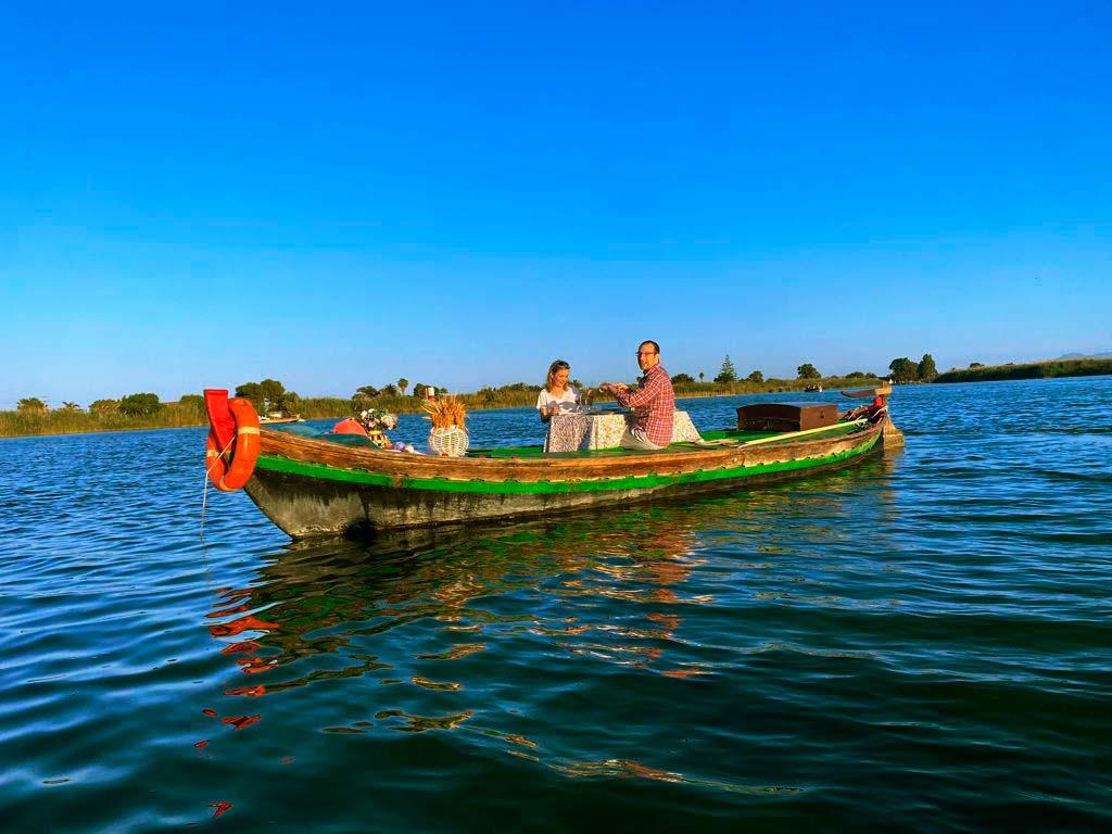 Paseo en barca con cena