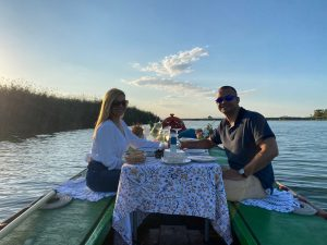 paseo en barca y cena romatinco puesta de sol